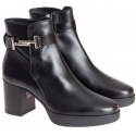 Tod's block heels ankle boots in black leather