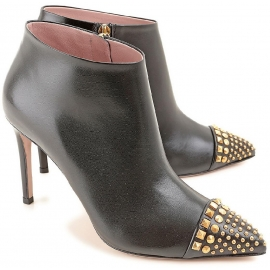 Gucci Women's handmade ankle boots in black calf leather with zipper on the side