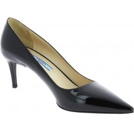 Prada Women's pointed toe classic stiletto pumps in black patent leather